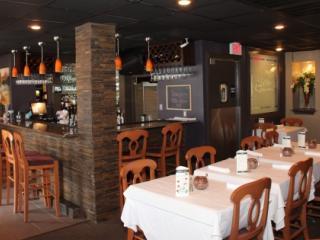 MeMe's Bar & Grille